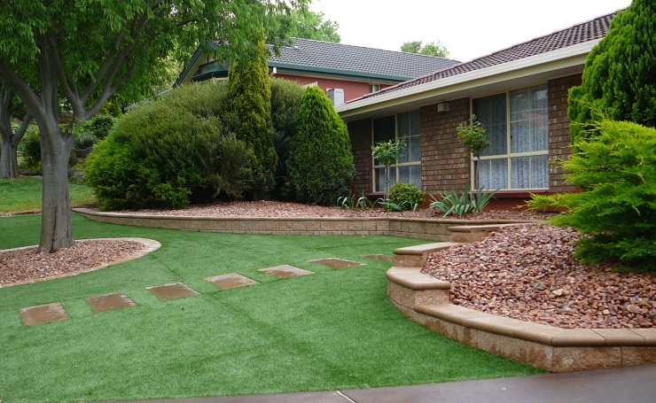 Learn how to create a low maintence garden yourself for Back garden designs australia